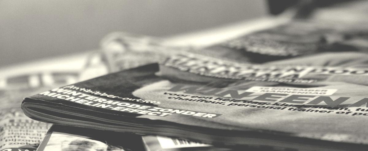 Média - pozadí